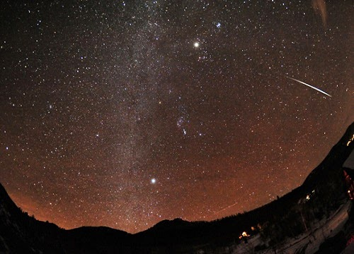 Geminid_meteor_shower_2014_photo_NASA