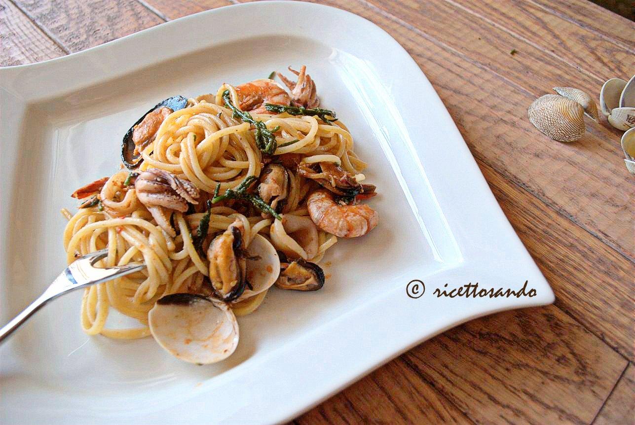 Spaghetti allo scoglio ricetta classica di primi piatti di pasta e pesce