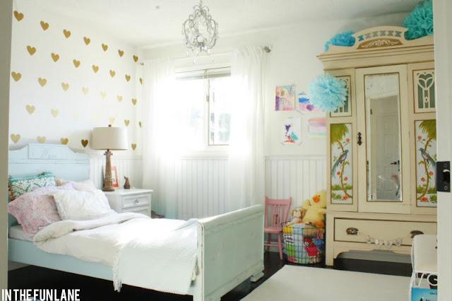 Little lovables inspired room lovely diy golden heart for Diy little girls room