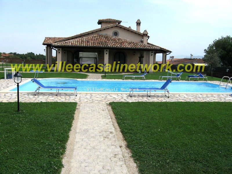 Ville casali real estate network - Ville in vendita con piscina ...