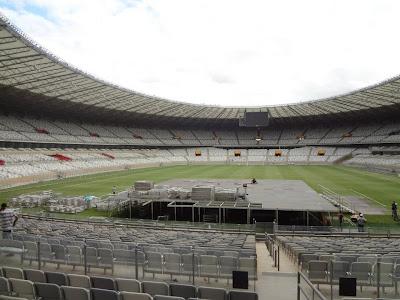 """Começa a montagem do palco da """"Out There"""" em Belo Horizonte"""