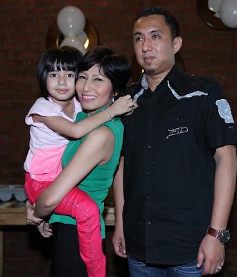 Mia Sara Dab Ibu serta Bapanya