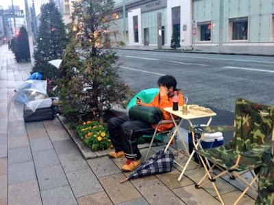 Inilah Manusia Yang Paling Bersemangat Untuk Mendapatkan iPhone 5S