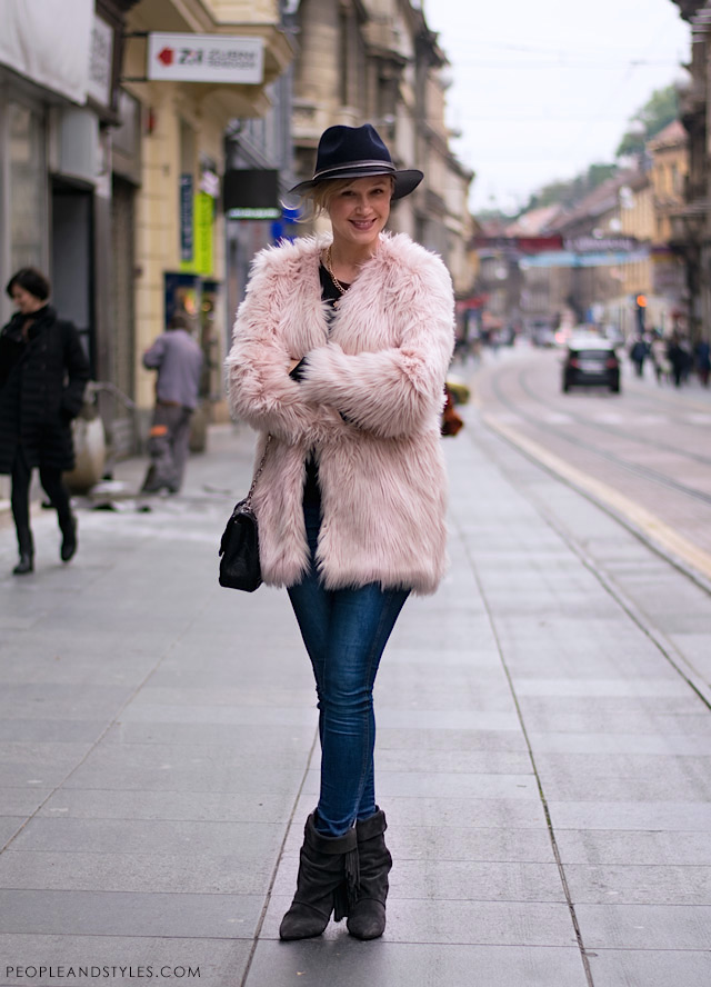 How to style pink faux fur coat and fringed boots Isabel marant for HM, photo by PEOPLEANDSTYLES.COM