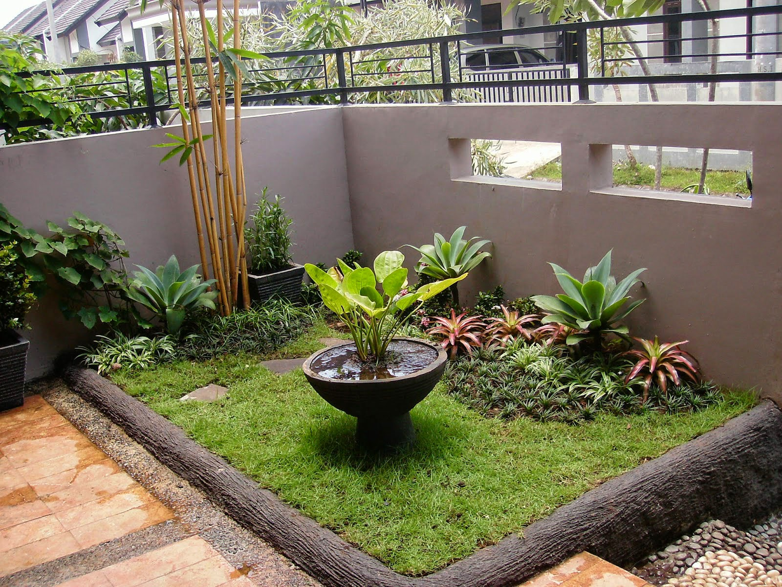 Minimalist-Home-Garden-In-Space-Limited