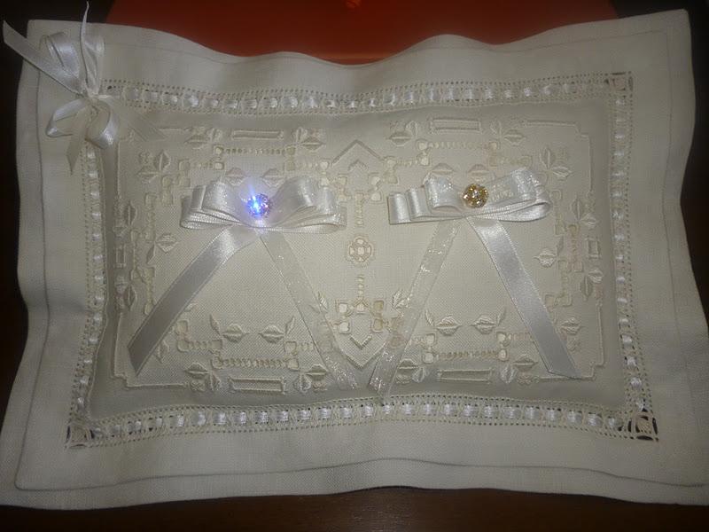 Dolci e ricami il cuscino portafedi - Porta cuscinetti ...