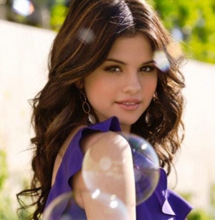 Izara Aishah VS Selena Gomez