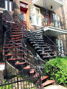 imaginarse una escalera al exterior en una ciudad que tiene que subsistir de cuatro a cinco meses de nieve no parece algo tan simptico