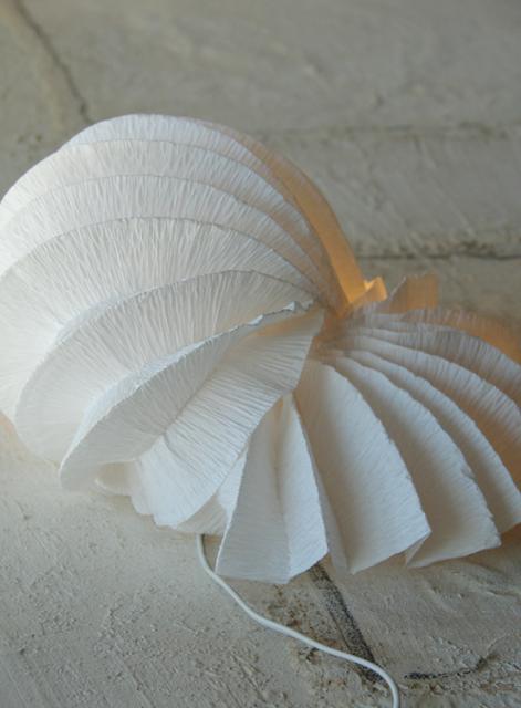 eco design: lampade di carta crespa fatte a mano. La chiocciola