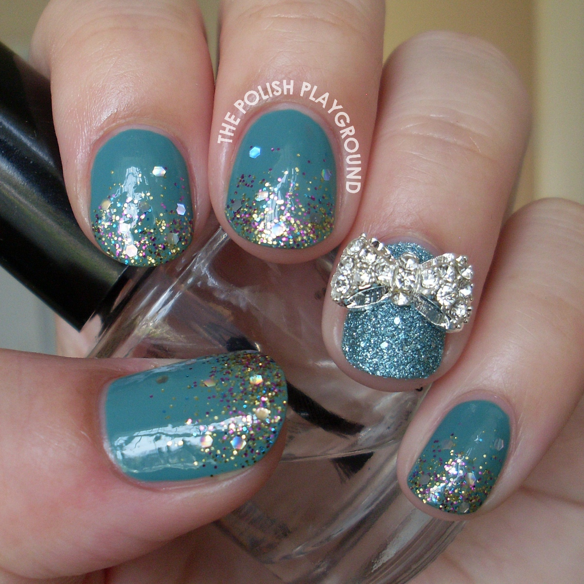 Glitter Gradient with Bow Stud Nail Art