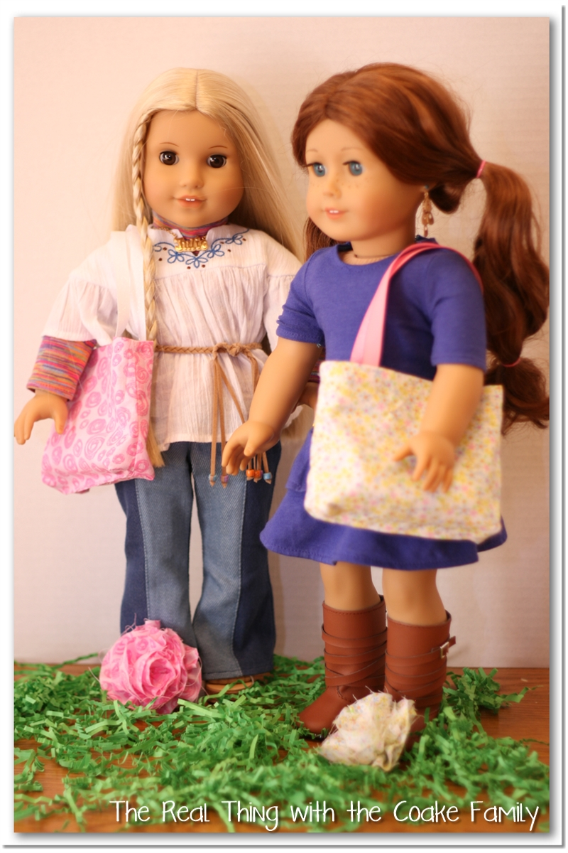 Free doll patterns reversible tote bag free doll patterns for an american girl doll reversible tote with removable flower too cute jeuxipadfo Images