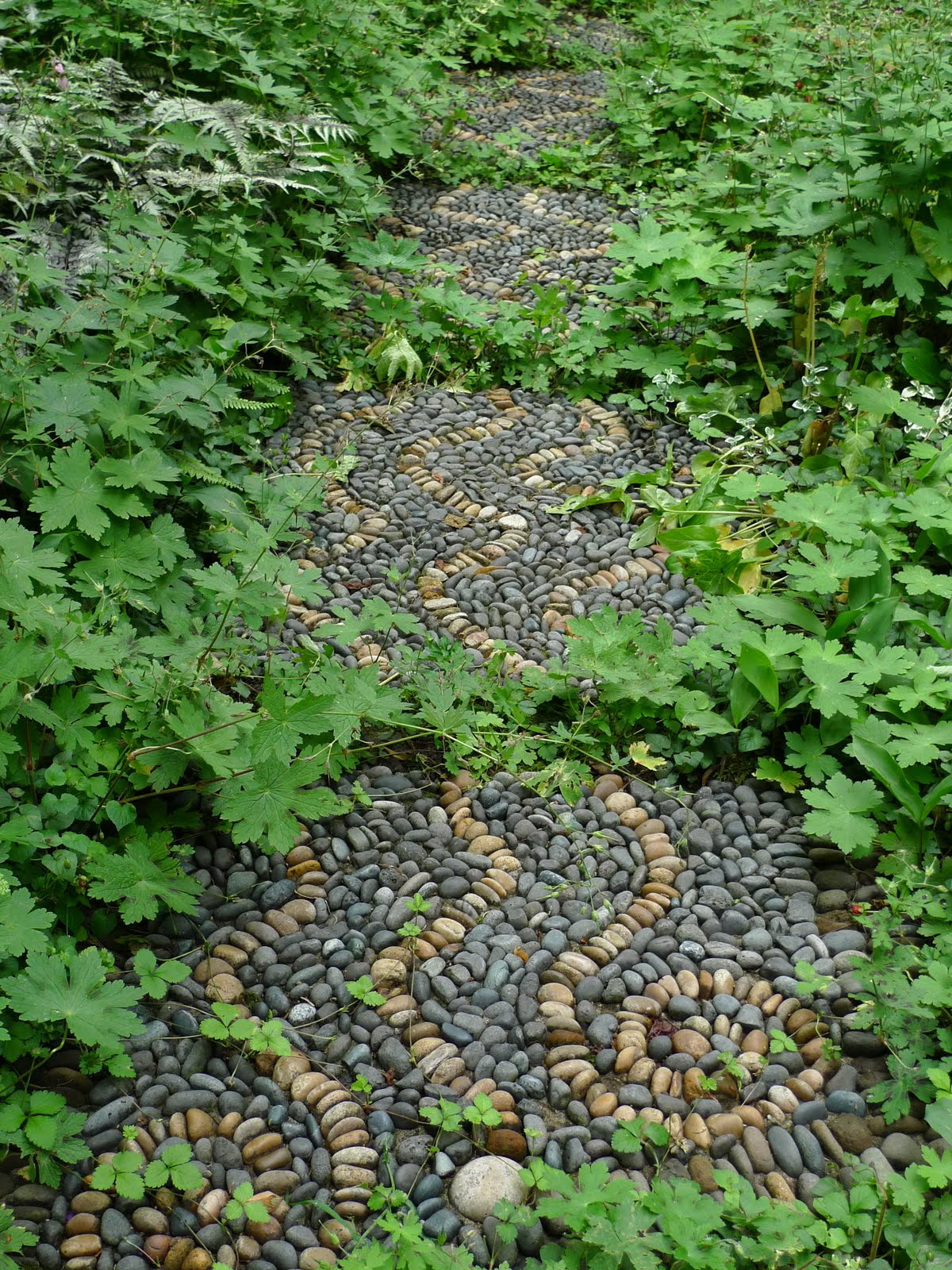 Jeffrey bale 39 s world of gardens building a pebble mosaic for Stone pebbles for garden