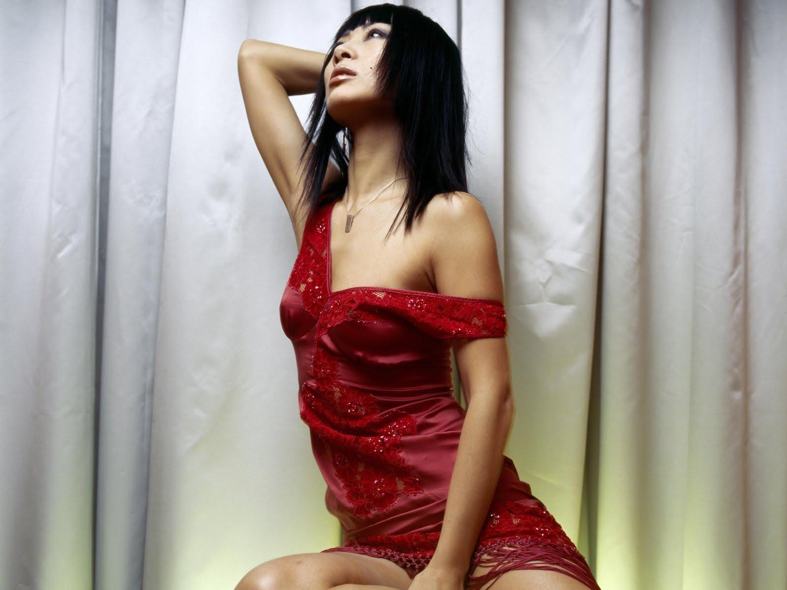 http://4.bp.blogspot.com/-ngtVcfF3pas/TYMxlT-RdkI/AAAAAAAAHdQ/PMorpsXgQ6s/s1600/celebskin_bai_ling_cleavage_wallpaper.jpg