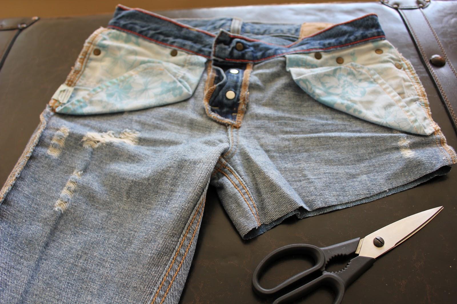 Kelley Maria: DIY Cut-Off Denim Shorts