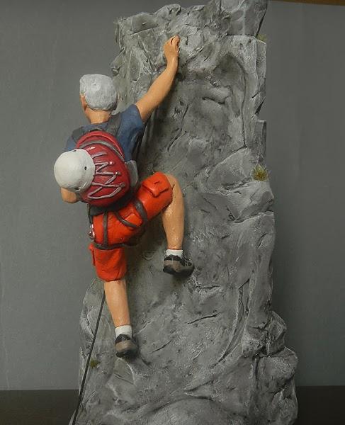 modellino statuina personalizzata milano scalatore alpinista sportivo idee regalo orme magiche
