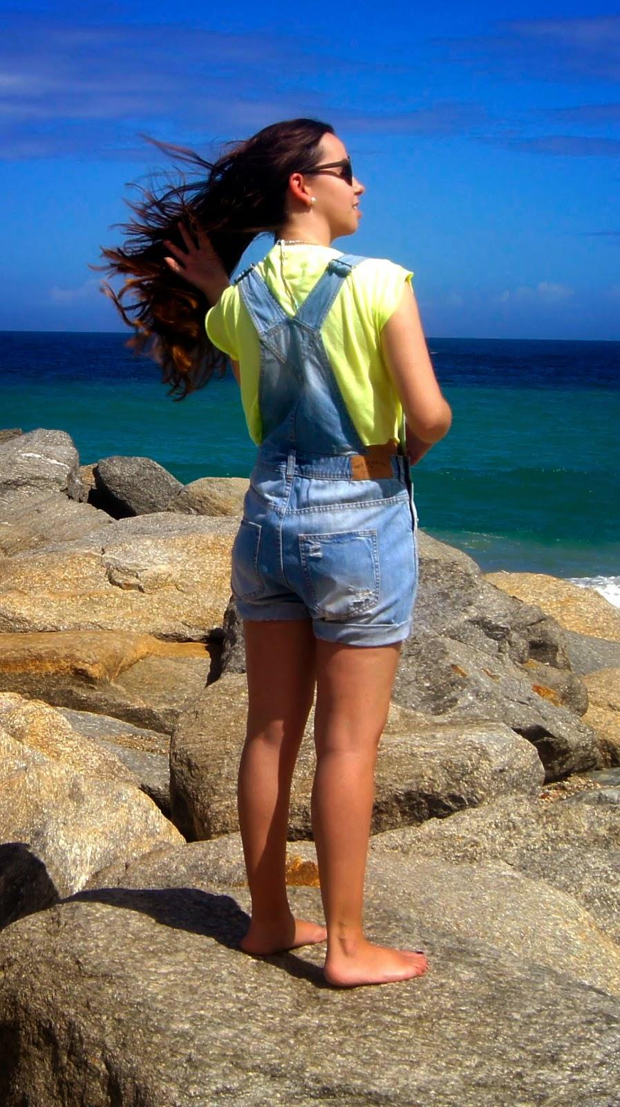 hey vicky hey, victoria suarez, beach, playa, fashion blogger, girl beach, peto vaquero, overol de jean, jean overall