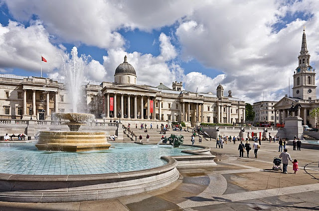 Trafalgar Square - London attractions