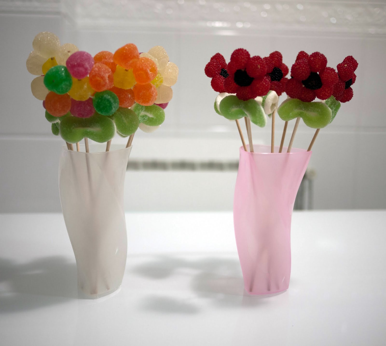 No sin mis hijos c mo hacer flores de gominolas para una for Cosas faciles para decorar
