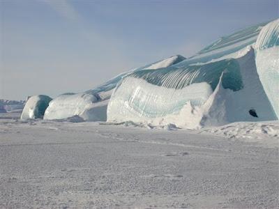 Ombak membeku di Antartika