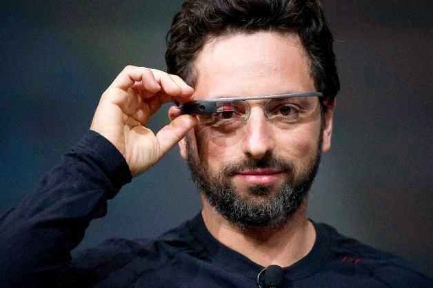 Sergey Brin memakai Google Glass