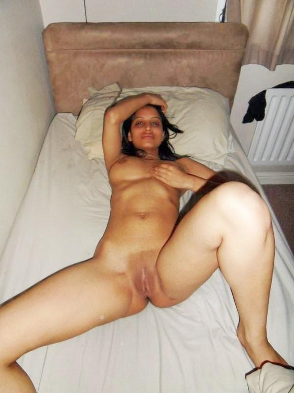 Delhi busty bhabhi playing with tits - 2 7
