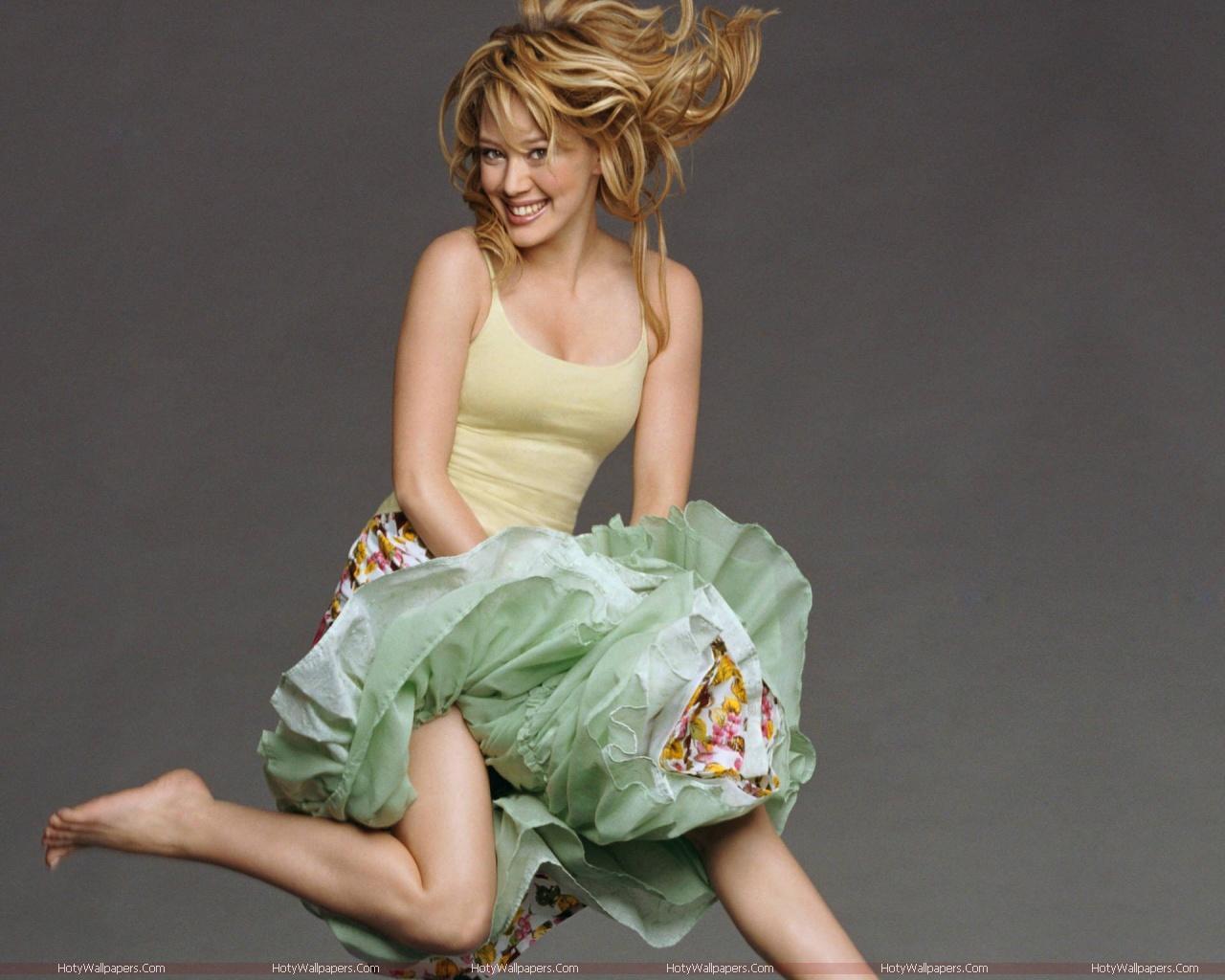 http://4.bp.blogspot.com/-nj3q_ATbFAk/TmT0qucLE5I/AAAAAAAAKVo/tVGyX5eqyu0/s1600/Hilary_Duff-hot-wallpaper.jpg