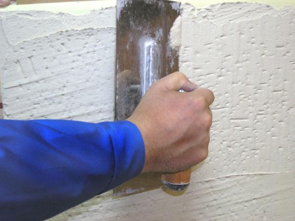 Нанесение структурной штукатурки своими руками