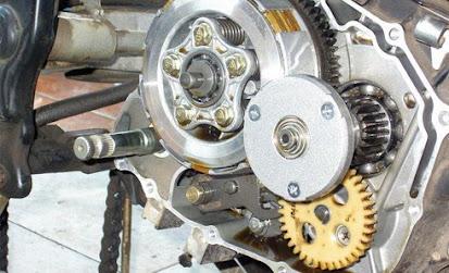 Tips dan Cara Mudah Buka Bak Kopling Sepeda Motor