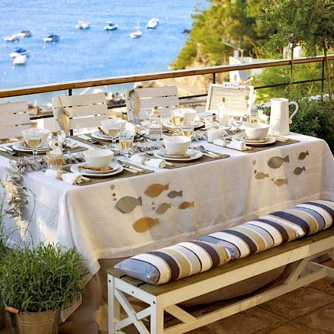 Coastal Summer Table Decor Idea