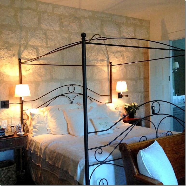 Boiserie c 15 meravigliose camere da letto con la pietra - Camera da letto con boiserie ...