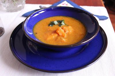 Zupa z dyni z mlekiem kokosowym i curry (Bajeczne smaki)