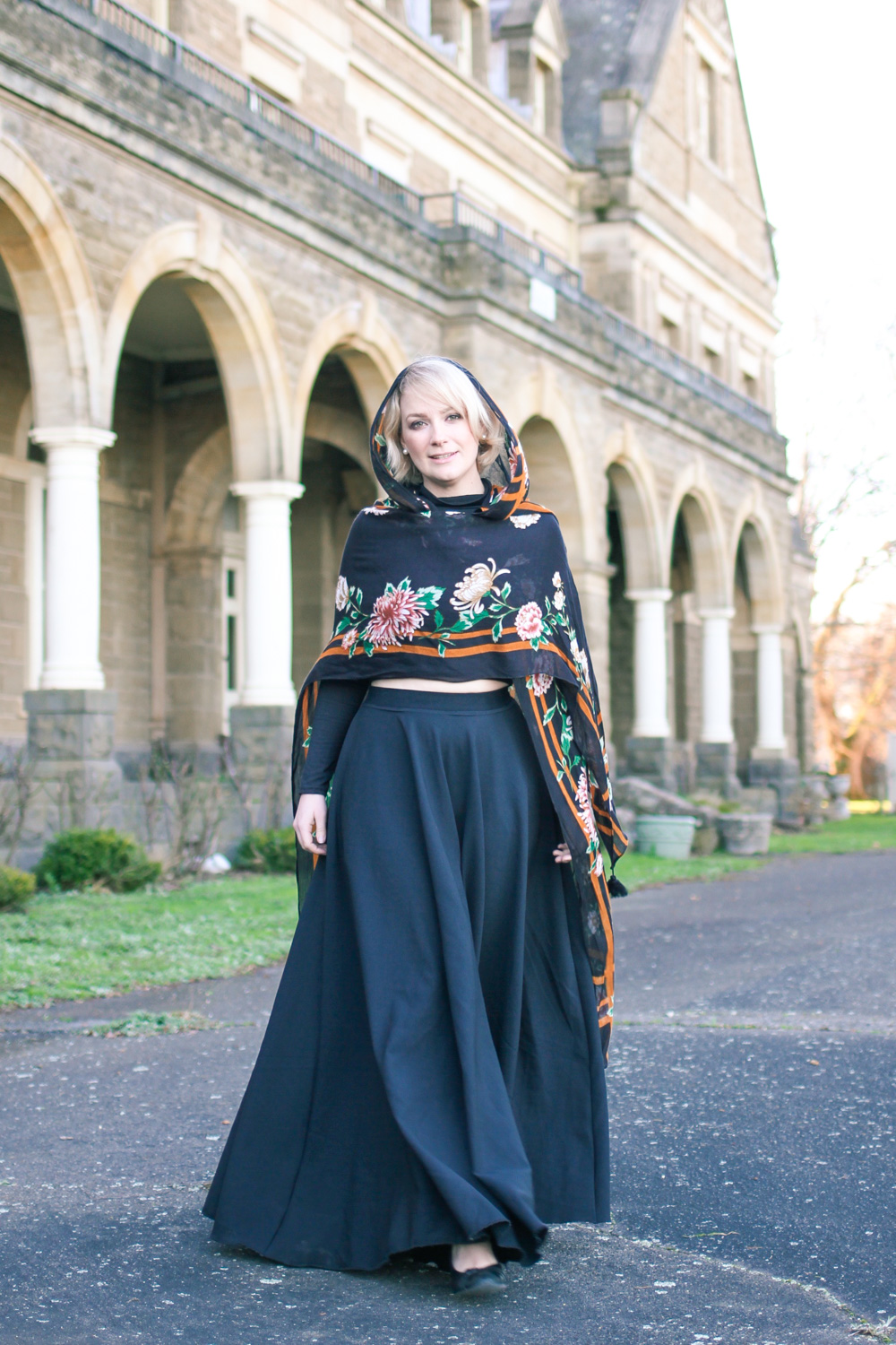 @findingfemme wears Glassons scarf, black maxi skirt and black turtle neck crop top.
