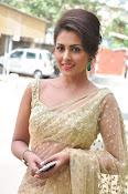 Madhu Shalini sizzling in saree-thumbnail-14