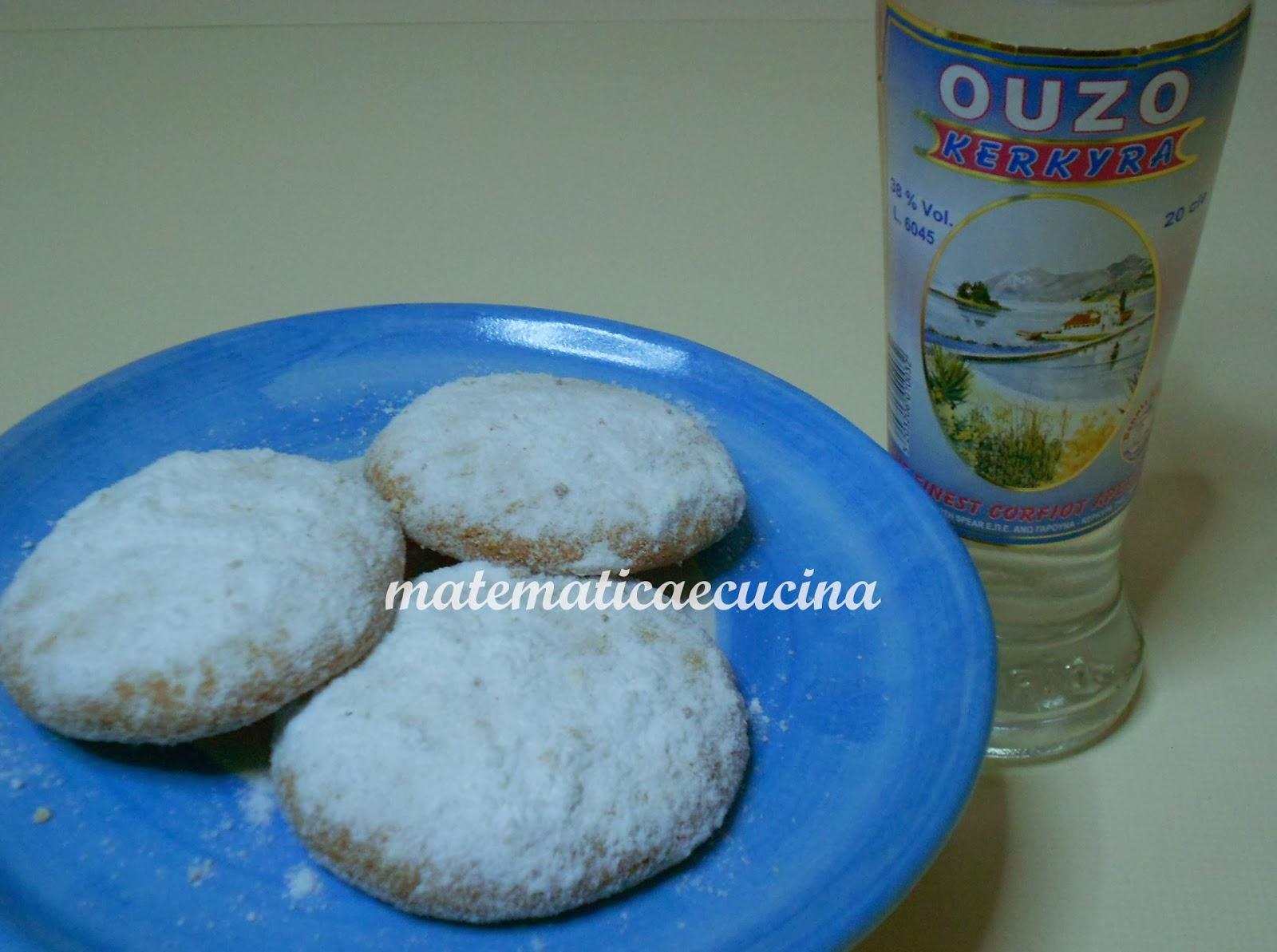 kourabiedes- biscotti natalizi greci ricoperti di zucchero a velo