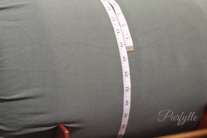 tape measures 39.5 inches around the bolster pillow