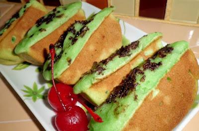 Kue Pukis Pandan Coklat