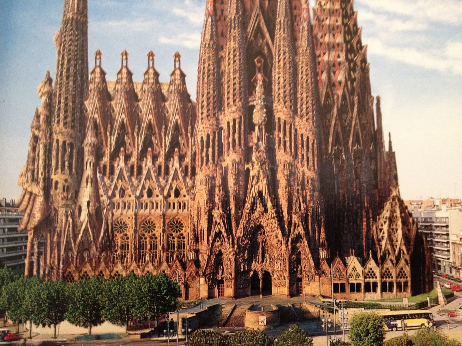 Eugene ray architect antonio gaudi organic architect for Kathedrale barcelona gaudi