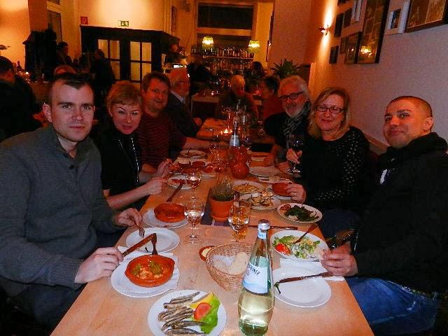 http://www.rp-online.de/nrw/staedte/duesseldorf/stadtgespraech/sol-y-sombra-eroeffnet-in-friedrichstadt-aid-1.3400795