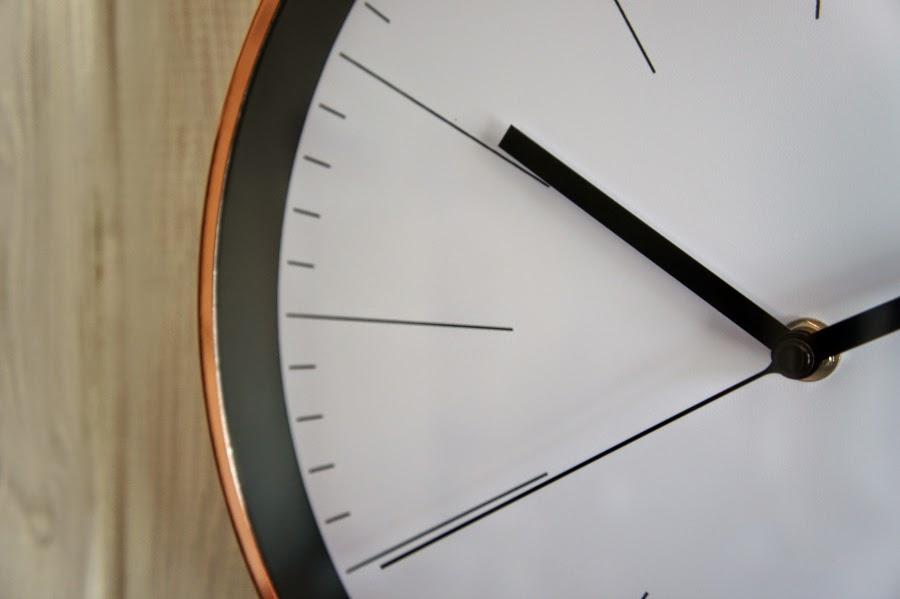 stor ur til væg
