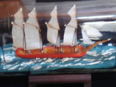 foto-zoom-escuna-4-mastros-na-garrafa-Whisky-Ballantine's-VG