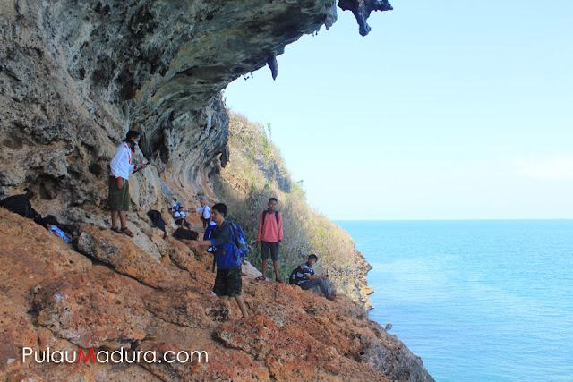 Tebing Curam wisata Betoh Cangge - Pulau Gili Iyang