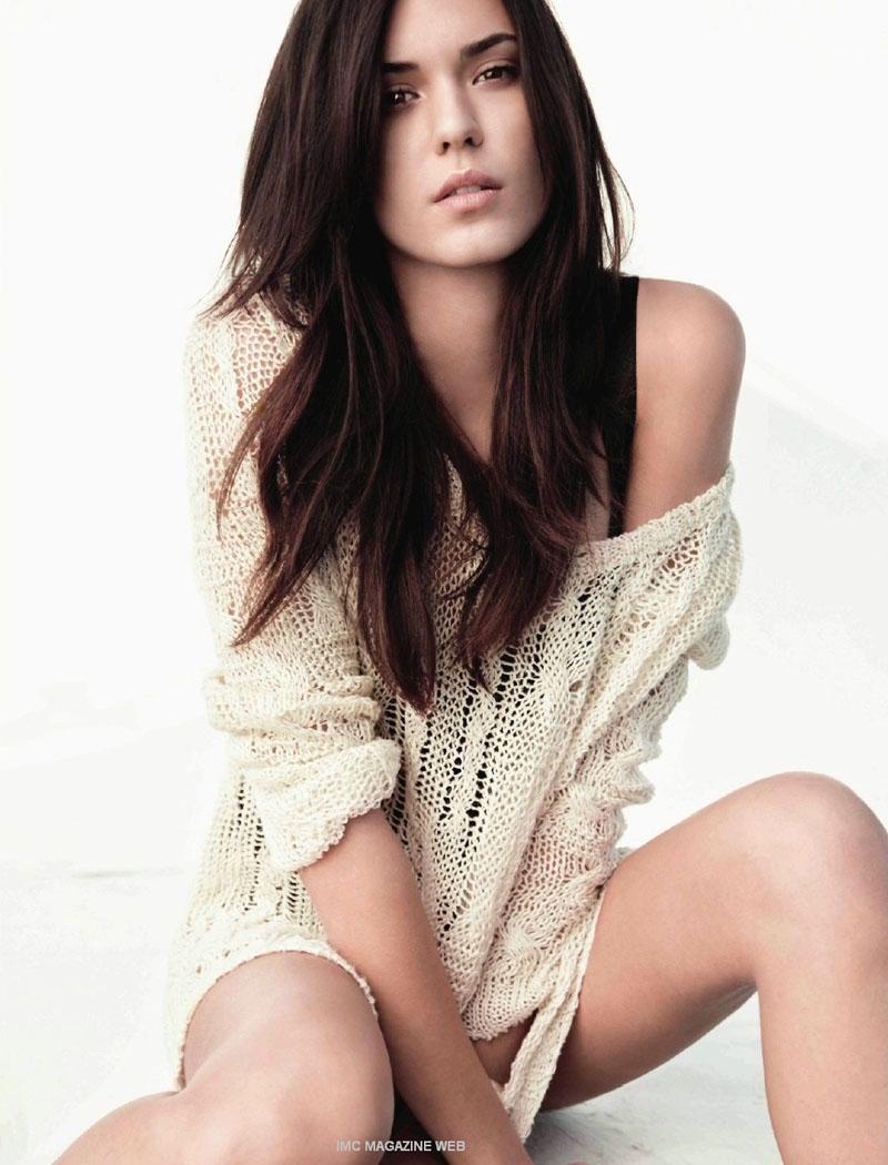 Odette Yustman Fashionable Hairstyles Photos 09