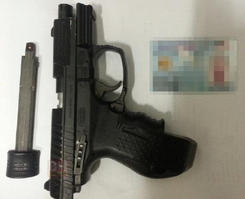 pistol Amir Ukays, pistol mainan, pistol bunuh cicak, pistol Walther CP99 Compact, pistol 12L20520