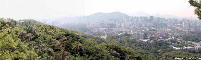 Vista de Seúl desde Bugaksan