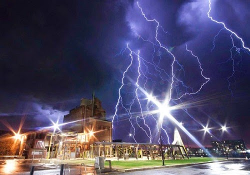 lightning_strikes_port_Adelaide_Australia