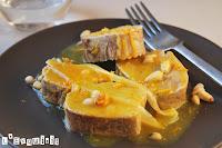 Solomillo confitado con naranja, miel y piñones