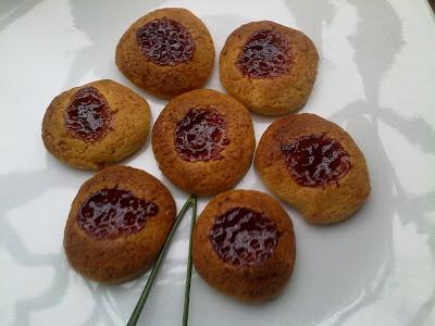 biscotti all'olio con cuore di marmellata