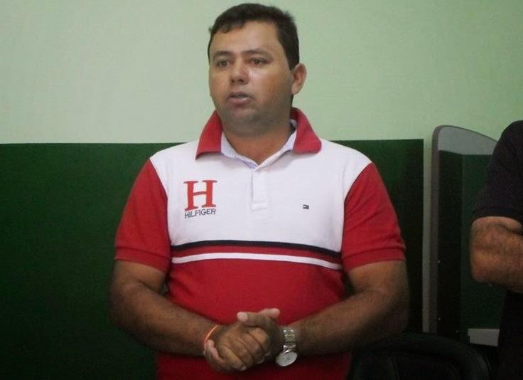 Prefeito de Amparo tem conta do Facebook invadida por hackers