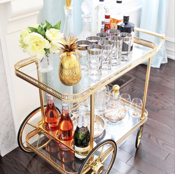 20 Beautifully Decorated Real Life Living Rooms - Bar Cart - AM Dolce Vita
