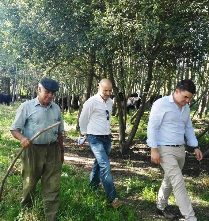 Candidatos a «semear» votos por Óis da Ribeira!